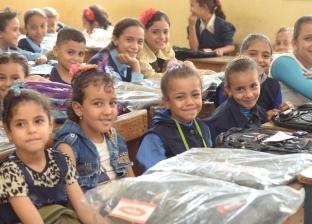 """""""الأورمان"""" توزع 1000 شنطة مدرسية على الطلاب غير القادرين بالمنيا"""