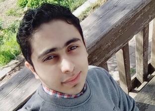 بسبب مرض نادر.. أحمد ممنوع من لبس «الجزمة والكوتشى»: نفسي في وظيفة