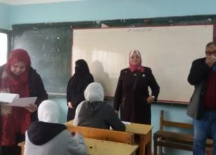 """طلاب بـ""""أولى ثانوي"""" بكفر الشيخ عن امتحان الجغرافيا الـ""""أوبن بوك"""": بسيط"""