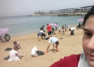"""فريق """"إسكندرية لإنقاذ السلاحف"""" ينظف شاطئ """"جليم"""""""