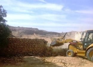 محافظ أسوان يتابع تنفيذ 8 قرارات إزالة فورية بقرية الرمادي