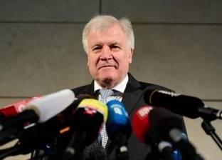 """بعد تصريحاته عن الإسلام.. """"معارضون"""" ألمان ينتقدون وزير الداخلية"""