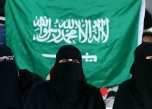 """""""صورة تُثير الجدل"""".. هل ستدخن سيدات السعودية في ملاعب كرة القدم؟"""