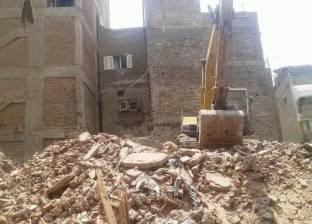 إزالة عقار آيل للسقوط من 3 طوابق بمدينة أبو كبير في الشرقية