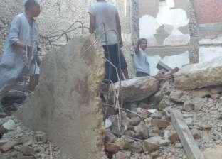 انهيار عقار قديم خالي من السكان بقرية أبنوب في أسيوط