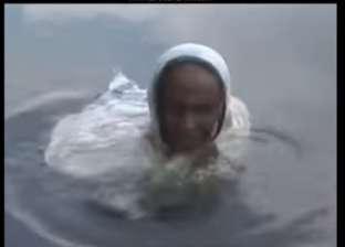 بسبب مرض نادر.. سيدة تمضي 20 عاما داخل بحيرة