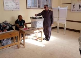 رئيس مدينة أبورديس يدلي بصوته في الاستفتاء على التعديلات الدستورية