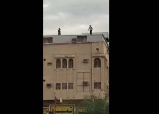 محصل كهرباء مفصول يحاول الانتحار مع أعلى مبنى شركة كهرباء شمال الدلتا بالمنصورة