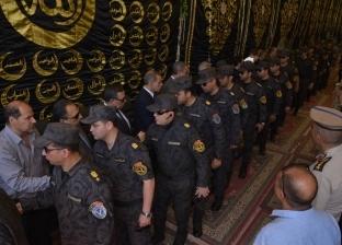 بالصور| محافظ أسيوط يتلقى العزاء في مدير الأمن