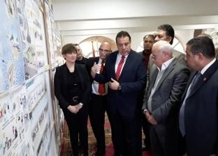 محافظ بورسعيد يستعرض نماذج مشروع تطوير شارع فلسطين