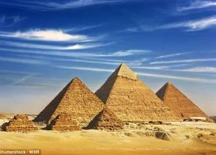 """بالصور  صحيفة بريطانية تكشف عن حل لغز بناء """"خوفو"""" أعظم أهرامات الجيزة"""