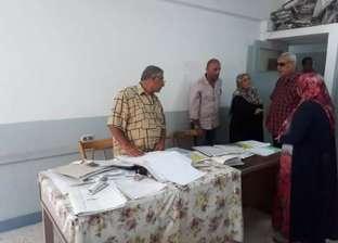 بالصور| رئيس مدينة دمياط يتابع انضباط سير العمل بمجمع المصالح