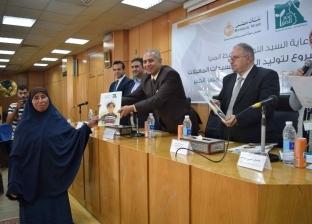 """""""مصر الخير"""" تسلم عقود 300 مشروع للسيدات المعيلات في المنيا"""