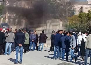 """بالصور  فلاحون تونسيون يقتحمون مقرا لـ""""الإخوان"""""""