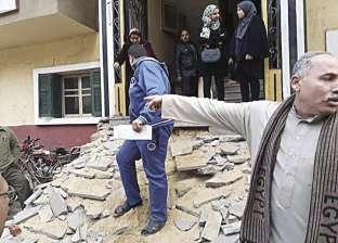 «تأمينات الشهداء» بدون سلم.. والأهالى يتسلقون المبنى