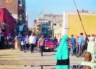 «أسيوط»: الباعة الجائلون وسائقو التكاتك يغلقون المزلقانات