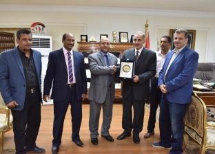 نادي أعضاء هيئة تدريس جامعة الأزهر يكرم محافظ أسيوط
