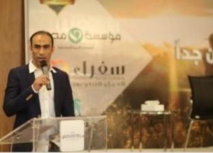 """سيد عبدالحفيظ يوزع حلوى المولد على عمال النظافة بمشاركة """"أنا إنسان"""""""