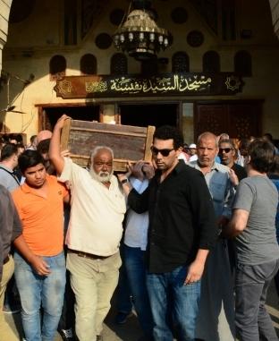 أشرف زكي وسهير المرشدي في جنازة أحمد عبدالوراث