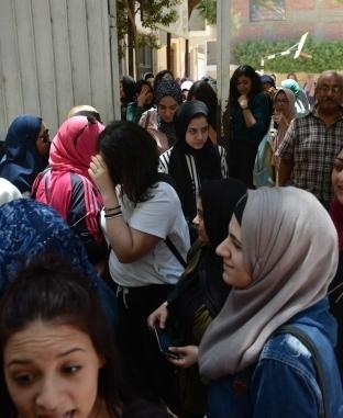 طلاب الثانوية العامة بعد أداء امتحان الاقتصاد والإحصاء