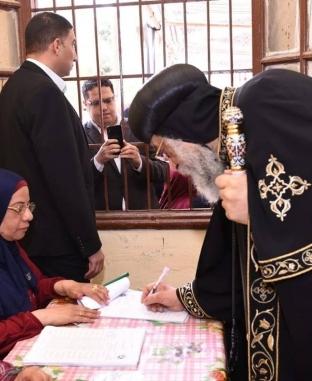 البابا تواضروس يدلي بصوته في التعديلات الدستورية