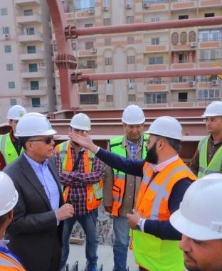 وزير النقل يتفقد محطة مترو هشام بركات