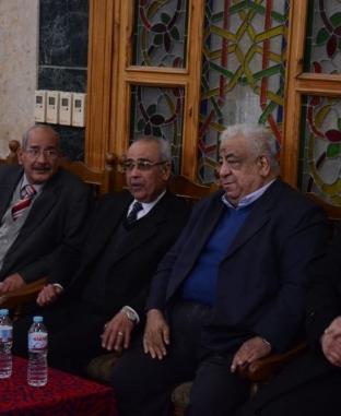 السفير الفلسطيني وأسامه الشيخ في عزاء والدة جمال الشاعر