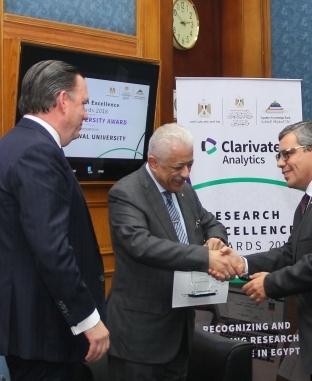 وزير التعليم يكرم عددًا من الباحثين ورؤساء المجلات العلمية
