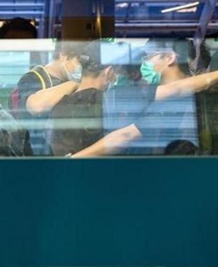 زحام شديد في مطار هونج كونج بسبب إلغاء رحلاتها
