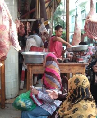 إقبال كثيف على شوادر ومحلات الجزارة في أول أيام عيد الأضحى
