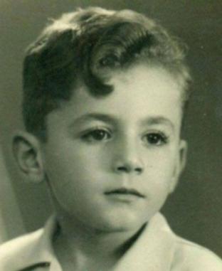 كل صورة بألف حكاية.. «أبو عوف» أول من اكتشف محمد فواد وتزوج من مساعدته بعد وفاة حب عمره