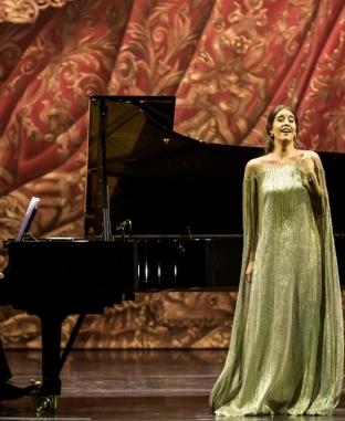 وزير الثقافة تهنئ الديباني لفوزها بجائزة أفضل مغنية صاعدة بأوبرا باريس