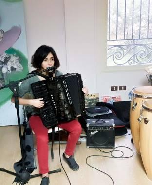 يسرا الهواري تقدم الموسيقى المصرية المعاصرة إلى الجماهير الأمريكية