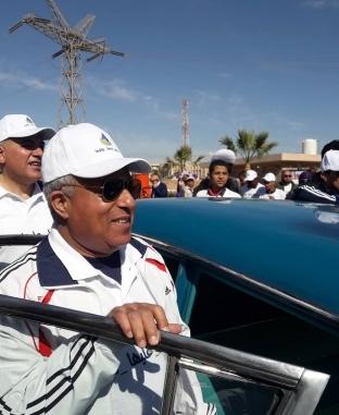 """وزيرا الري والرياضة ومحافظ أسوان يستقلون سيارة """"عبدالناصر"""""""
