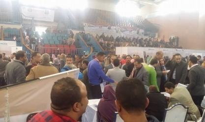 شباب المنيا يشكرون السيسي: ملتقى التوظيف يرحمنا من احتكار الوظائف