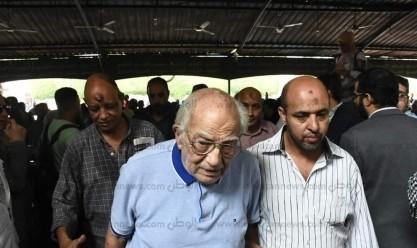 نجوم الفن يتوافدون على جنازة هيثم أحمد زكي