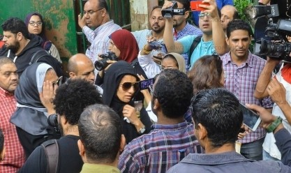 بكاء ودموع في جنازة هيثم أحمد زكي
