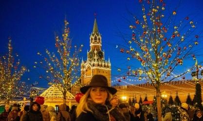 أنوار السنة الجديدة تضيء موسكو