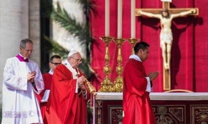 """البابا فرانسيس في """"قداس الأحد"""" بساحة القديس بطرس بالفاتيكان"""