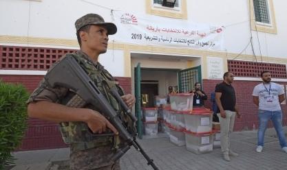 نقل صناديق الانتخابات إلى مراكز الاقتراع في تونس