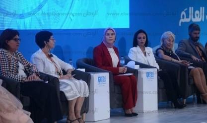 """قرينة الرئيس تشهد جلسة """"تقليص الفجوة بين الجنسين في سوق العمل"""""""