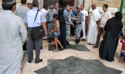 """غلق مسجد الحسين بعد تكدس """"المريدين"""" أمام الضريح"""