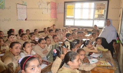 """""""بيقعدوا على بعض"""".. 80 تلميذا في فصل واحد بمدرسة """"شهيد"""" بكفر الشيخ"""