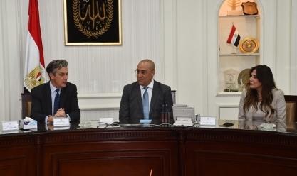 وزير الإسكان والسفير البريطانى يشهدان توقيع مذكرة تفاهم لدعمالعاملين بشركات المياه