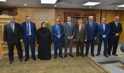 قضايا الدولة تكرم أسرة الشهيد عمر القاضي