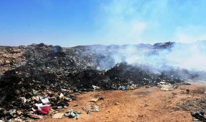 إحالة مدير المحطة الوسيطة للقمامة بأسوان للتحقيق بعد حرق المخلفات في الطرق
