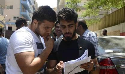 طلاب الثانوية العامة بعد أداء امتحاني التاريخ والفيزياء اليوم