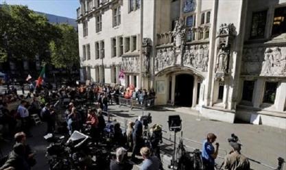"""اعتراضا على """"تعليق البرلمان"""".. مظاهرات بمحيط المحكمة العليا في لندن"""
