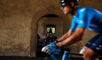 """منافسات ساخنة بالمرحلة الـ4 من سباق """"جيرو"""" للدراجات النارية بإيطاليا"""