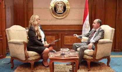 """بالفيديو  وزير الصناعة لـ""""الوطن الاقتصادي"""": لدينا فلسفة خاصة لدعم الناتج القومي"""